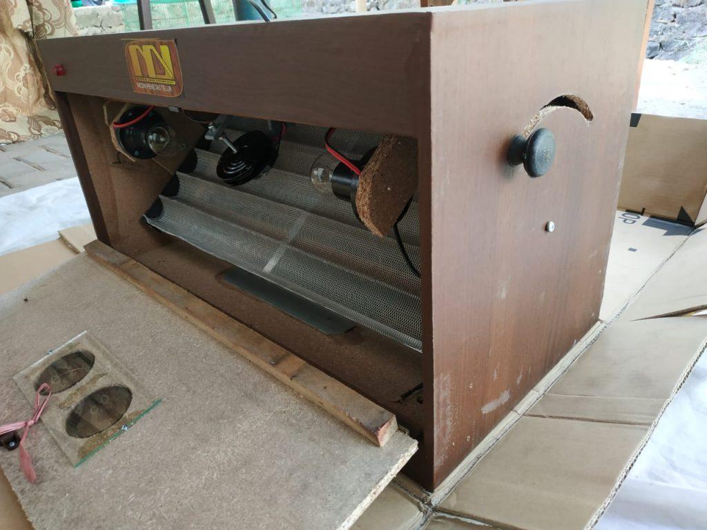 Bagian dalam mesin tetas 1 Jual Ayam Hias HP : 08564 77 23 888   BERKUALITAS DAN TERPERCAYA Jual Mesin Penetas Telur